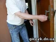 МЧС открыли дверь
